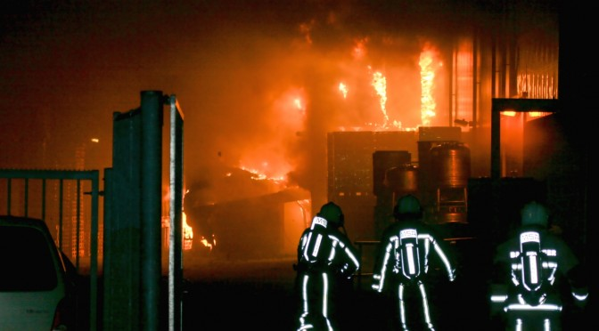 Large fire destroys desserts factory in Hengelo