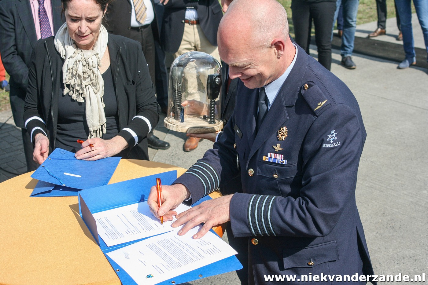 The signing of the handover documents between Colonel APon and airport director de Groot